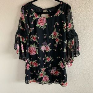 🛍Causal Floral Dress By Feathers Size M